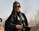 """Nữ phóng viên mang thai vẫn dấn thân đến """"những miền đất chết"""""""