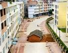 """Những """"ngôi nhà đinh"""" gan lì nằm giữa đường phố Trung Quốc"""