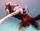 Nghệ sĩ khuyết tật nhào lộn dưới nước cùng xe lăn