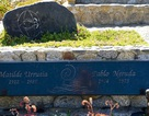 Chile khai quật mộ nhà thơ đoạt giải Nobel để điều tra lại