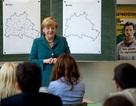 Thủ tướng Đức bất ngờ làm giáo viên lịch sử