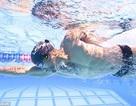 Tai nghe dưới nước truyền âm thanh qua xương gò má