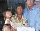 """Quỹ Nhân ái hỗ trợ 5 triệu đồng và 100kg gạo đến """"3 đứa trẻ sống trong…tuyệt vọng"""""""