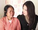 Hoa hậu Trần Thị Quỳnh khóc trước phụ nữ nghèo Hà Nội