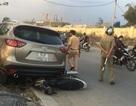 Ô tô tông hàng loạt phương tiện, 2 công nhân trọng thương