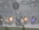 Sài Gòn ngập bõm, giao thông hỗn hoạn ngay trận mưa đầu mùa