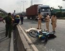 Chạy vào làn ô tô, người đi xe máy bị tông chết