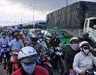 """Hàng nghìn phương tiện """"chết dí"""" ở cửa ngõ Sài Gòn"""