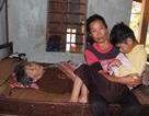 Nỗi cùng cực của người phụ nữ nuôi mẹ liệt giường, con tàn tật