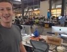"""Mark Zuckerberg tung video """"khoe"""" bàn làm việc và bên trong văn phòng Facebook"""