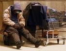 Câu chuyện đẹp giữa người đàn ông vô gia cư và 2 học sinh tốt bụng