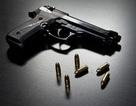 """Chụp ảnh """"tự sướng"""" với súng, thiếu niên vô tình tự bắn chết mình"""