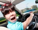 Cô gái gây tai nạn vì vừa lái xe, vừa nhắm mắt cầu nguyện