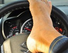 Người đàn ông mất cả hai tay vẫn được cấp bằng lái ô tô