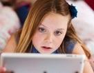 Dù đã tắt, smarphone hay máy tính bảng vẫn ảnh hưởng đến giấc ngủ của trẻ em