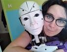 Người phụ nữ yêu và muốn cưới robot làm chồng