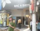 Bảo vệ ngân hàng bị cửa cuốn ép tử vong