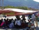 Dân lập lán trại, chặn xe phản đối mỏ đá gây ô nhiễm