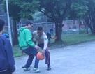 Thủy quân lục chiến Mỹ chơi thể thao cùng trẻ em làng SOS