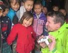 Hai người nước ngoài đi bộ 7.000km gây quỹ cho trẻ em Việt Nam