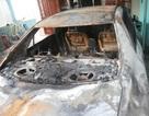 Ô tô đỗ trong nhà cháy rụi giữa đêm, phát hiện một miếng giẻ tẩm xăng