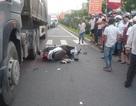 Bị xe tải tông chết khi đang chờ đèn đỏ