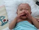 Xót xa nhìn bé trai 9 tháng tuổi bị ung thư máu khóc không thành tiếng