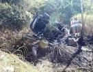 Ôtô 4 chỗ lật chổng vó cháy rụi, 5 người thoát chết