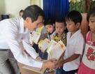 Trao 50 suất học bổng đến học sinh vượt khó học giỏi tại Đà Nẵng