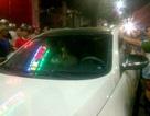Người dân chặn ôtô nghi gây tai nạn, tài xế cố thủ khi bị vây