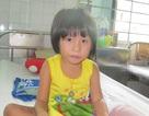Bố mẹ mất vì tai nạn giao thông, bé gái 5 tuổi bơ vơ nằm viện