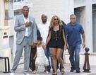 Beyonce diện trang phục khoe ngực căng đầy trong kỳ nghỉ gia đình