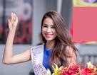 Hoa hậu Phạm Hương xuất hiện rạng rỡ tại sân bay
