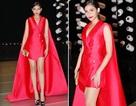 Trương Thị May lộng lẫy với áo choàng trên thảm đỏ
