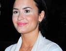 """Sau Taylor Swift, đến lượt Demi Lovato dính """"thảm họa"""" trang điểm"""