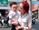 Hoa hậu Diễm Hương âu yếm con trai cưng