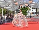 Trang phục của Angela Phương Trinh tại Cannes được khen ngợi