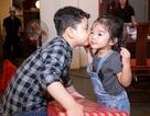 Con trai Trương Quỳnh Anh thân thiết hôn má con gái Xuân Lan