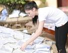Hoa hậu Kỳ Duyên thăm bà con vùng lũ ở miền Trung