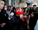 Michael Learns to Rock được fans vây kín tại sân bay Tân Sơn Nhất