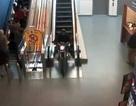 Cảnh sát Canada truy tìm người chạy môtô lao vào siêu thị