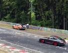 """Tay đua nữ """"hạ gục"""" hành khách trên đường đua Nürburgring"""