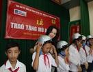 """Tân Hoàng Minh """"trao yêu thương"""" cho học sinh nghèo vượt khó"""