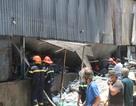 Cháy vựa ve chai, hàng chục công nhân hốt hoảng bỏ chạy