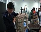 Bắt giữ gần 100 bộ quân phục Mỹ vận chuyển vào Việt Nam
