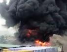 Khói lửa cuồn cuộn bao trùm xưởng nhuộm