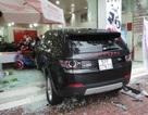 Ô tô đâm 4 xe máy, lao vào cửa hàng khiến nhiều người bị thương