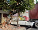 Xe container tông sập tường nhà dân, cuốn 1 phụ nữ vào gầm