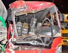 Hàng chục công nhân hoảng loạn kêu cứu trong chiếc xe khách nát đầu