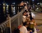 """Hàng ngàn người đổ về trung tâm Sài Gòn """"xí chỗ"""" chờ xem pháo hoa"""